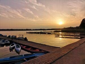 Zachó słońca nad jeziorem Wieleńskim przy Marinie